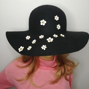 Betsey Johnson 100% Wool Felt Wide Brim Daisy Hat
